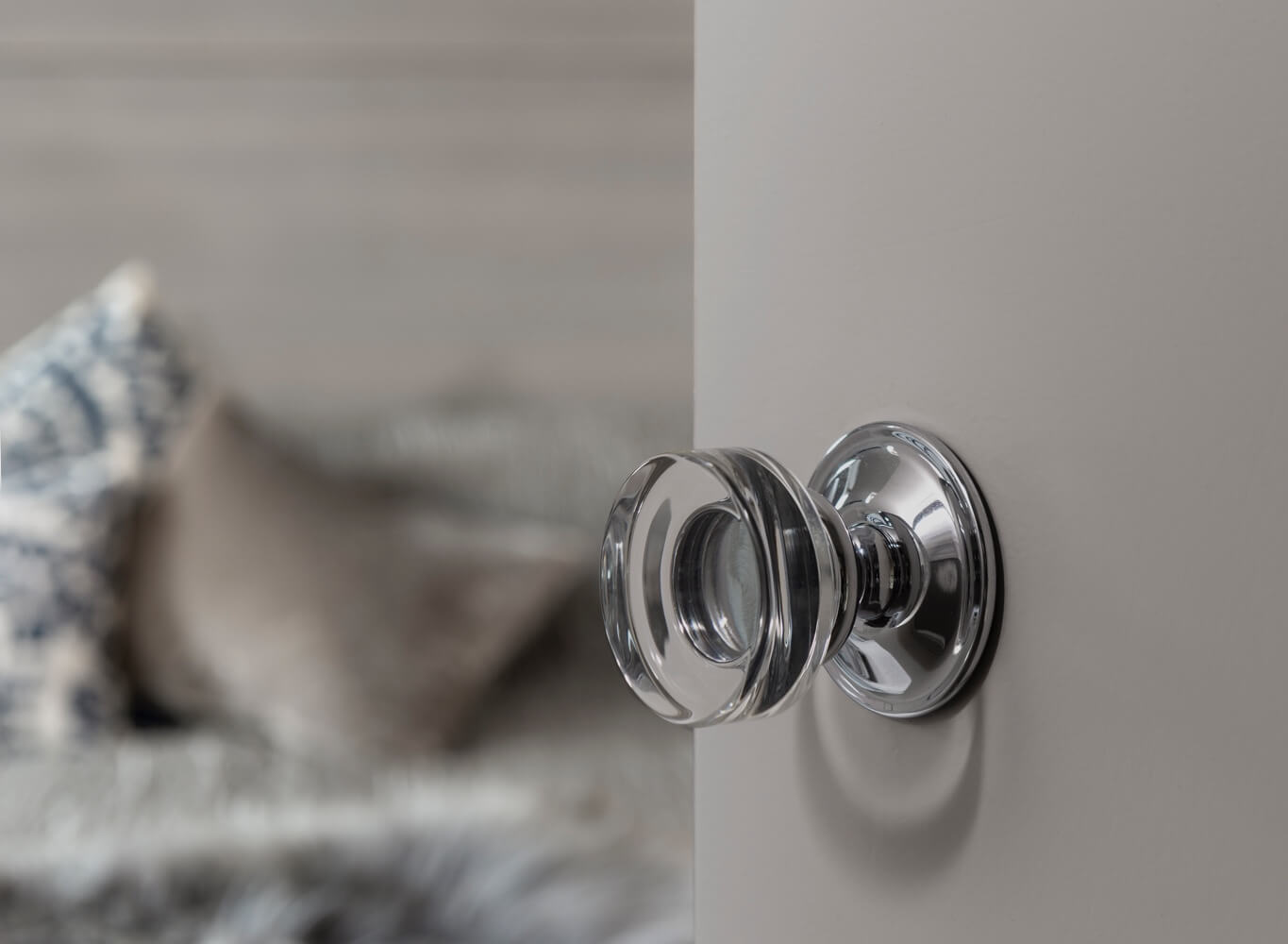 plumb-gallery-ensuite-door-knob