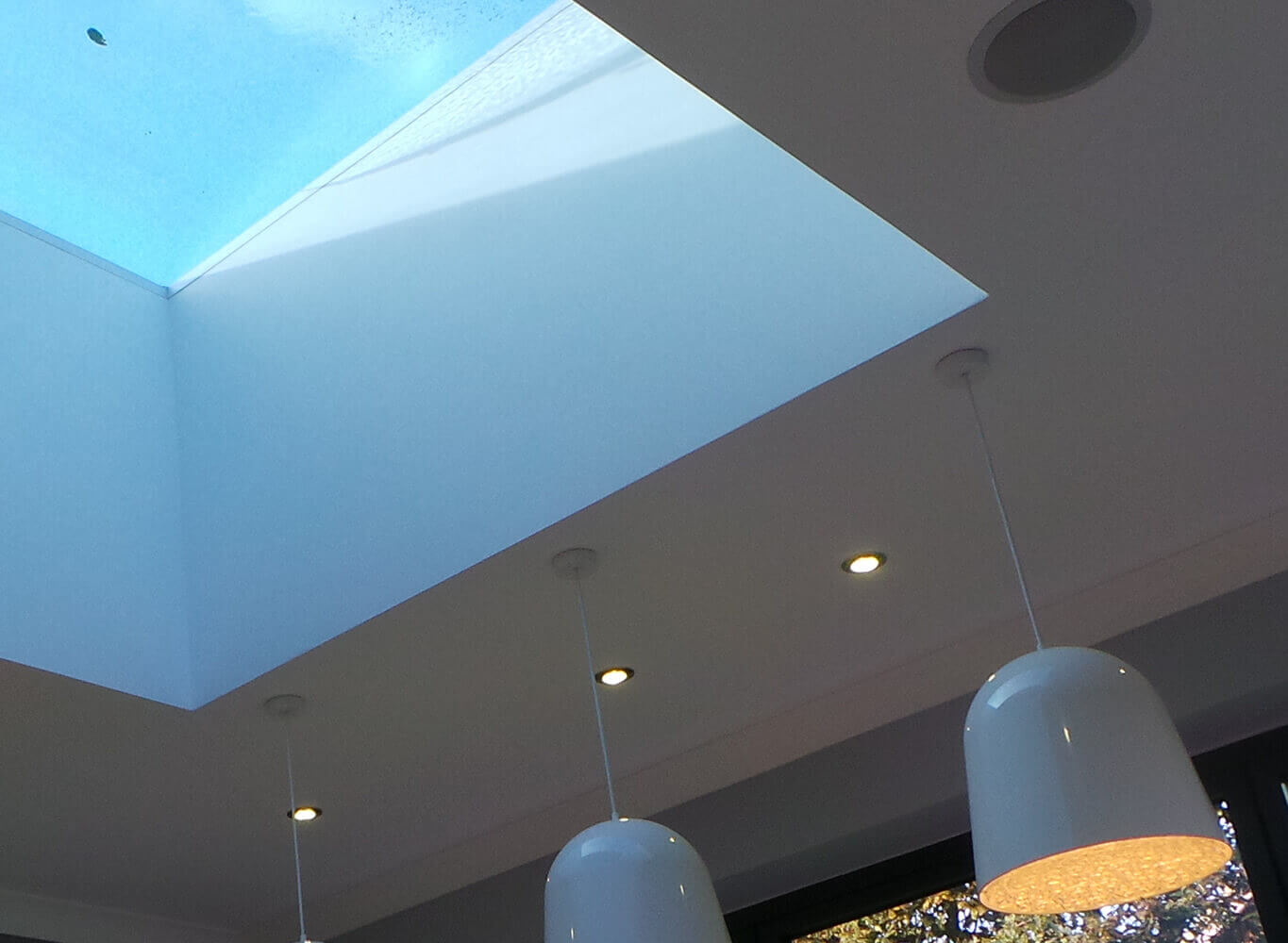 Ceiling with lamp
